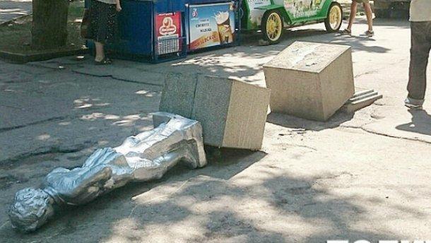 В оккупированном Севастополе повалили Ленина: появились фото