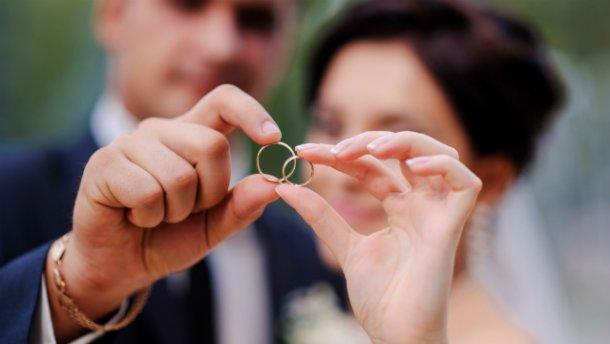 Отныне украинцы могут жениться за сутки