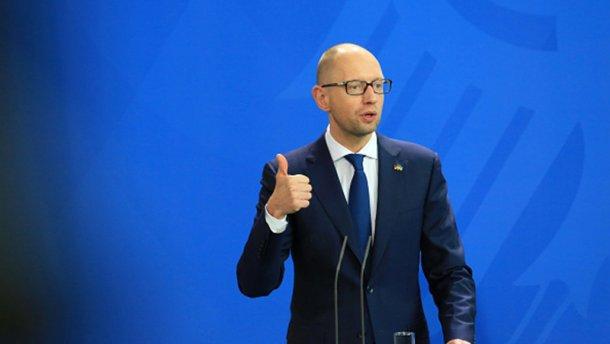 Яценюка подловили, как он после отставки пользуется правительственными привилегиями