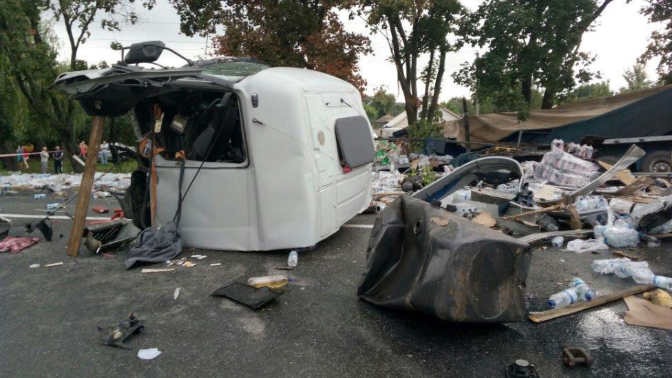 Шокирующее ДТП на Харьковщине: от фур почти ничего не осталось