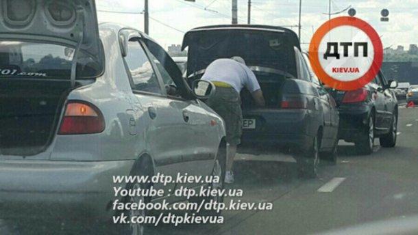 Масштабное ДТП в Киеве: столкнулись сразу девять авто