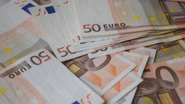 У борца с налоговыми преступлениями нашли огромные деньги в рабочем кабинете