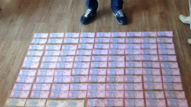 Ковер из денег и громкое задержание: на взятке попался один из руководителей облэнерго