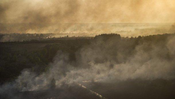 В Чернобыле вспыхнул пожар: к тушению привлекли авиацию