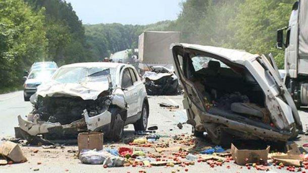 Жуткая авария в Виннице: столкнулись 4 машины с детьми