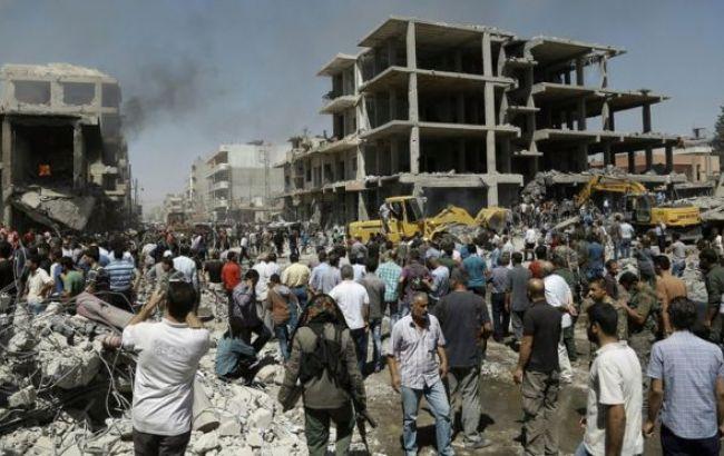 ИГ подорвало две бомбы в Сирии, десятки погибших и более сотни раненых