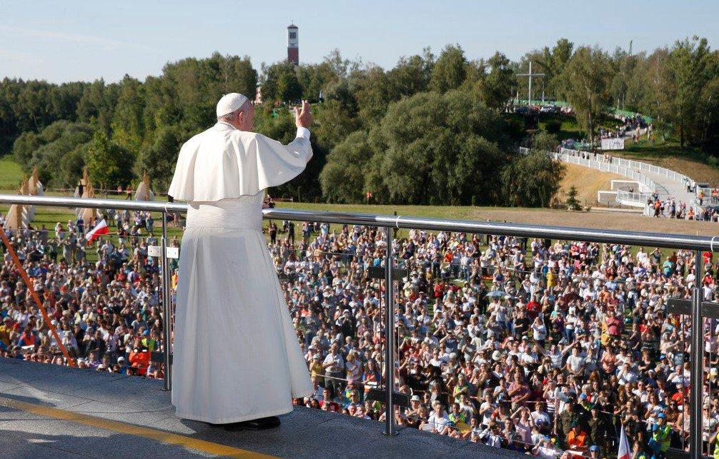 В Кракове тысячи людей пришли на мессу Папы Римского