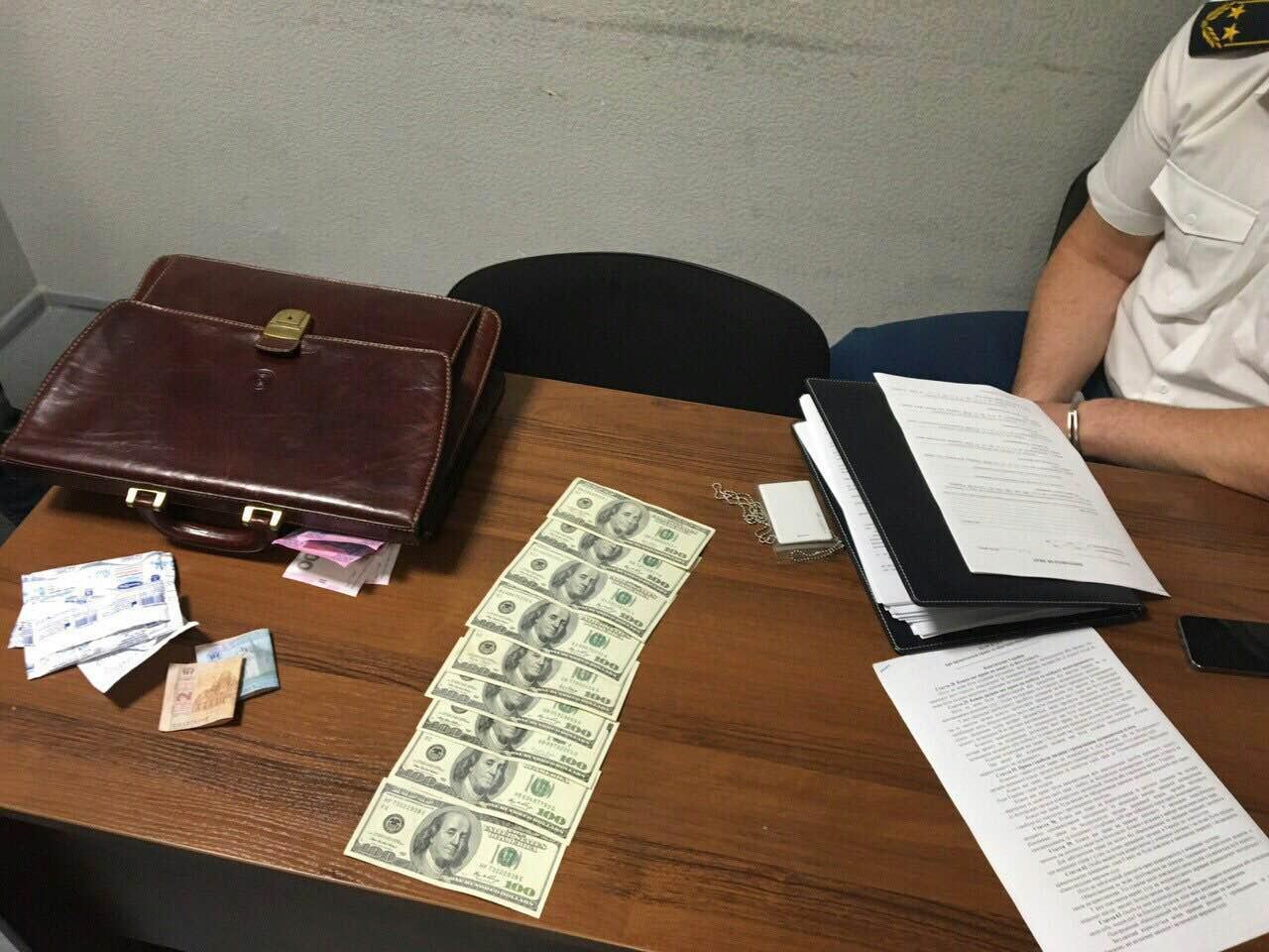 В аэропорту «Киев» на взятке поймали руководителя таможенного поста (ФОТО, ВИДЕО)