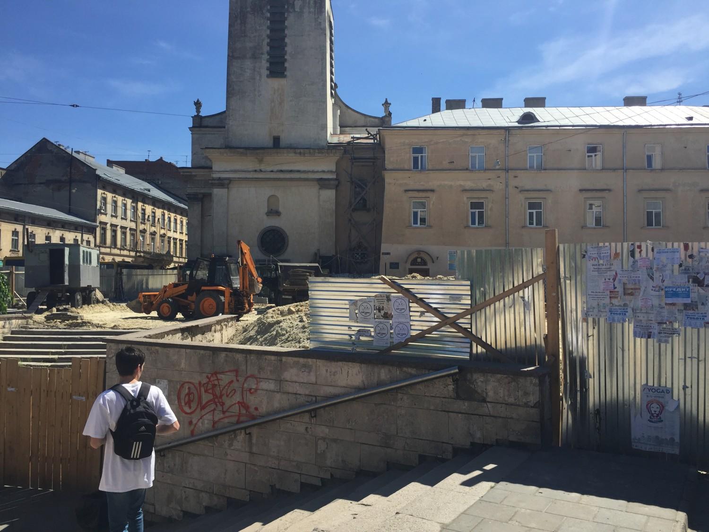 Площадь Мытная во Львове после ремонта может остаться со старыми лестницами подземного перехода
