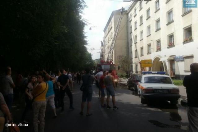 В центре Львова горит многоэтажка: срочная эвакуация (ФОТО)