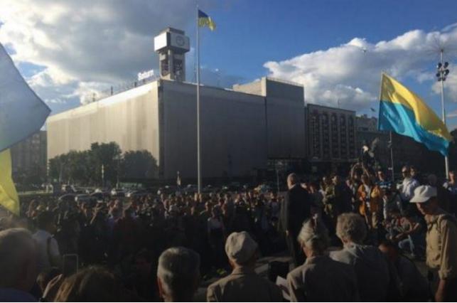 Почтить память Шеремета в столице собрались сотни людей