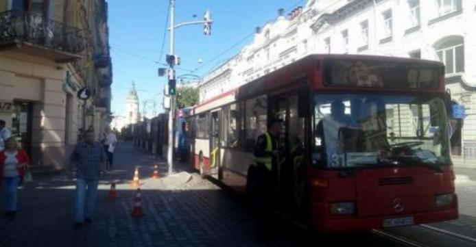 Во Львове маршрутка сбила пешехода на «зебре» (ФОТО)