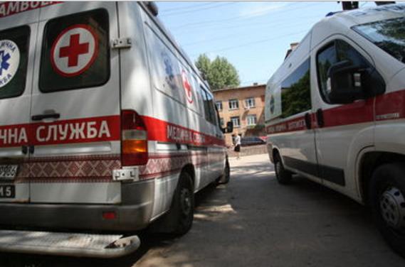 В Киеве 13-летняя девочка напилась и прыгнула с балкона из-за ссоры с парнем