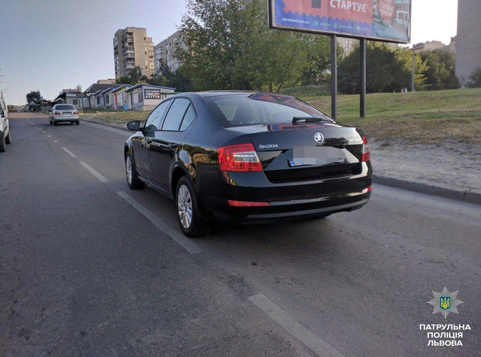Напоив охранников, львовские злоумышленники похитили из салона автомобиль (ФОТО)