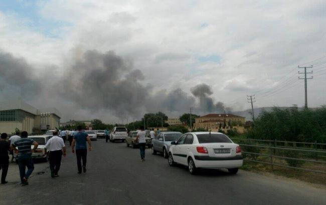 В Азербайджане произошли взрывы на военном заводе, есть пострадавшие