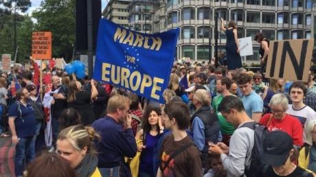 Марш за Европу: в Лондоне тысячи человек протестуют против выхода из ЕС