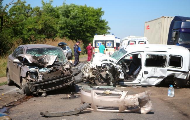 В ДТП на трассе «Одесса-Рени» пострадали 14 человек