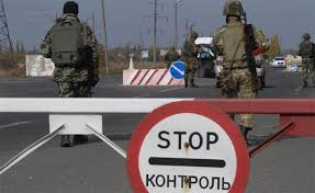 В Донецкой обл. боевики обстреляли пассажирский микроавтобус на блокпосту, ранена женщина