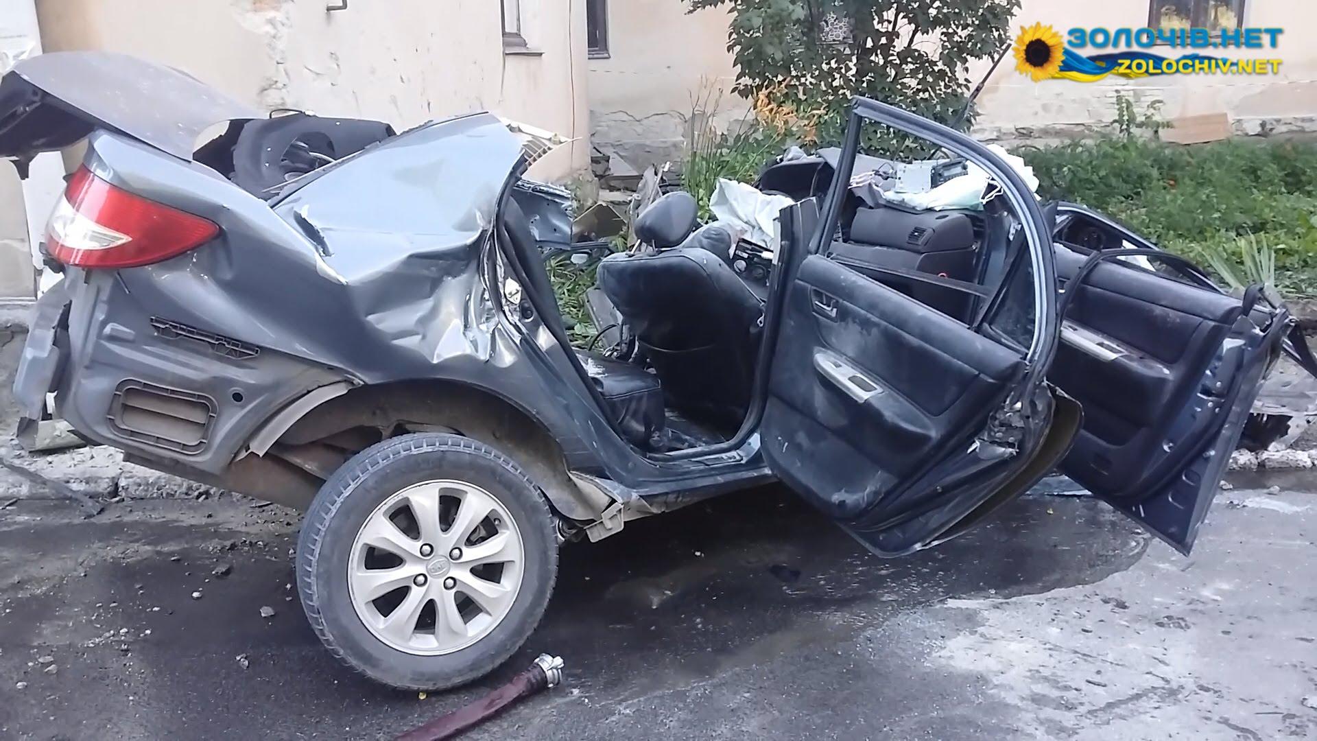 Во Львовской области водитель «влетел» в здание женской консультации, погибли три человека
