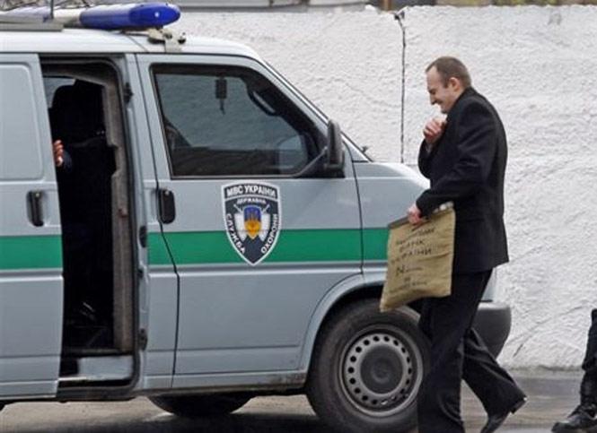 Трех нападавших на инкассаторское авто в Запорожье объявили в международный розыск (ФОТО)