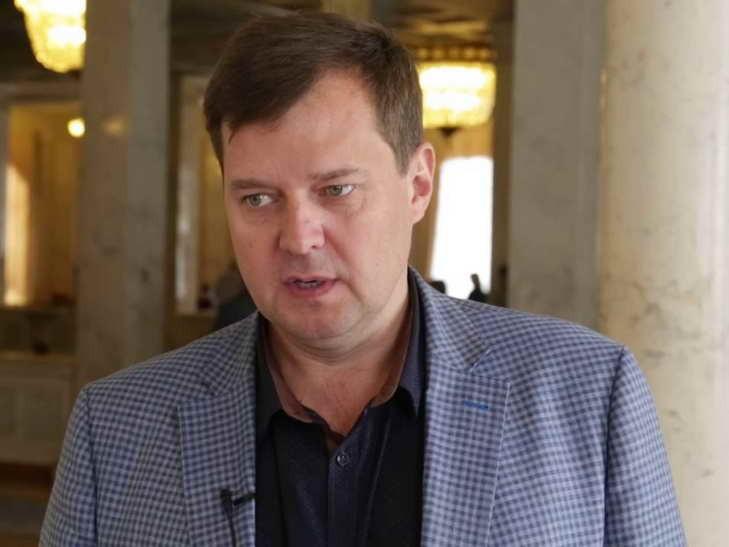 Нардеп из «Опоблока» показал неприличный жест журналистам в Раде (ФОТО, ВИДЕО)