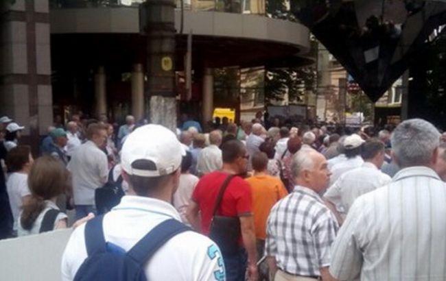 В Киеве протестующие перекрыли одну из улиц в центре города