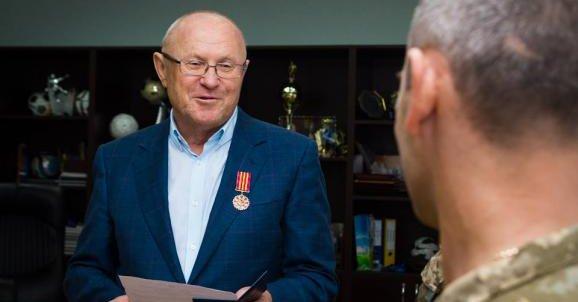 Муженко наградил экс-главу Запорожского облсовета, который разгонял Майдан