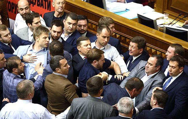 Отпуск с призраком выборов: могут ли депутатов летом вернуть в Раду