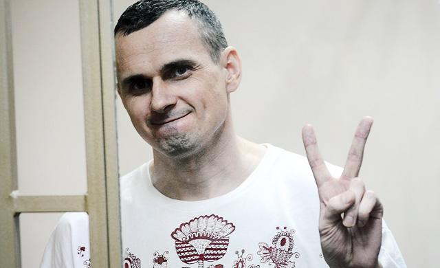 Автомайдановцы поздравили Сенцова автопробегом