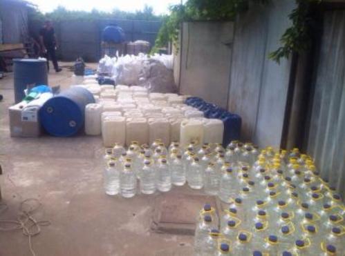 Более 5 тонн спирта и фальсифицированного коньяка разоблачили в Одесской области (ФОТО, ВИДЕО)