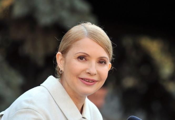 Тимошенко пришла в Раду в свадебных туфлях