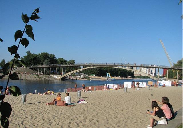 Где безопасно купаться в Киеве