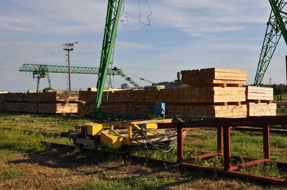 Львовские чиновники воровали деньги на закупках деревянных шпал