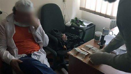 Задержанного на взятке врача львовского кардиоцентра оштрафовали на ₴ 22 тыс.