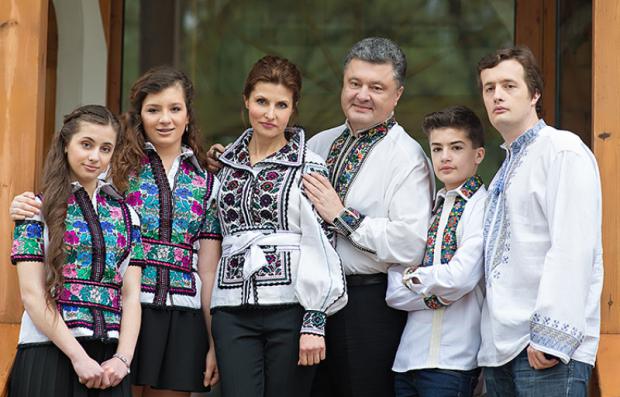 Семья Порошенко в День независимости стала под знаком российского банка (фото)