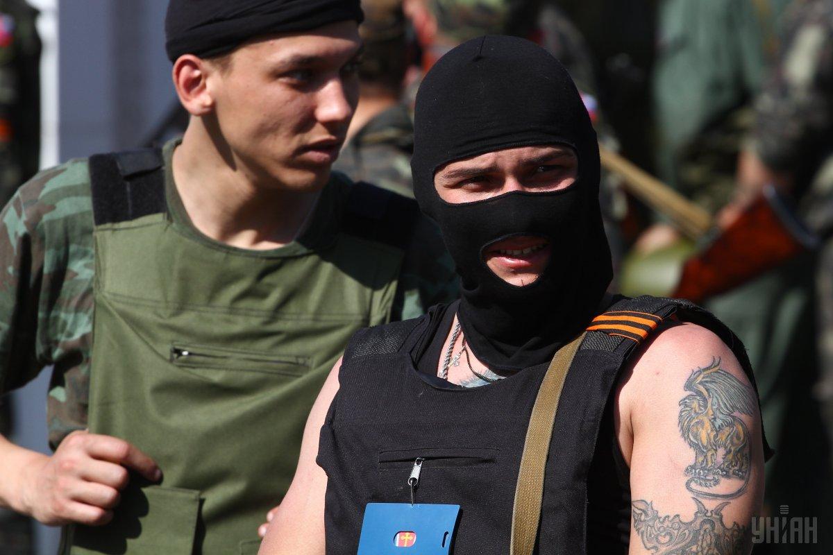 Боевики обстреляли автомобиль с украинскими наблюдателями СЦКК (ФОТО)