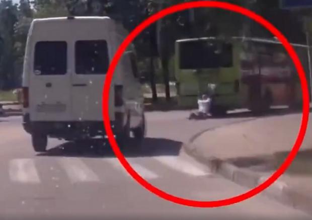 Крепкий орешек: украинца переехало авто, но жертва встала и, «поздравив» водителя, пошла прочь (видео)