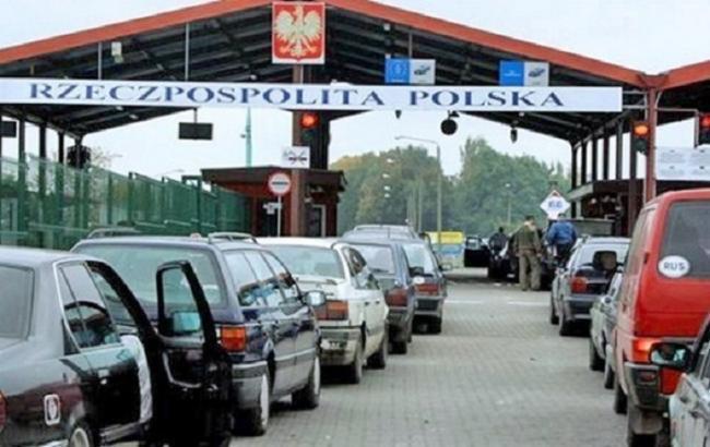На границе с Польшей в очередях находится более 800 машин