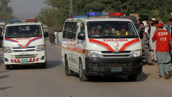 В Пакистане автобус столкнулся с грузовиком: по меньшей мере 12 человек погибли
