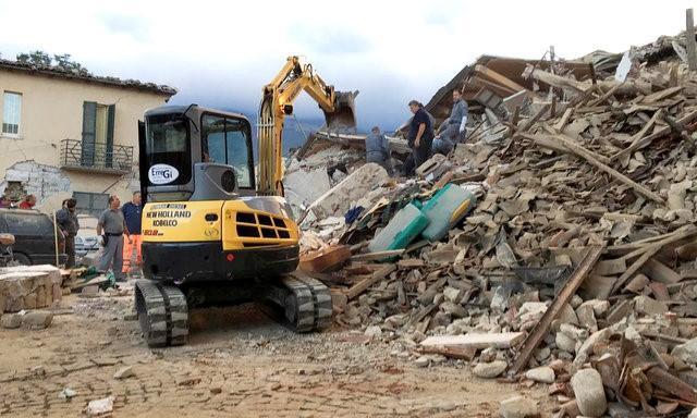 Количество жертв землетрясения в Италии возросло до 247 человек