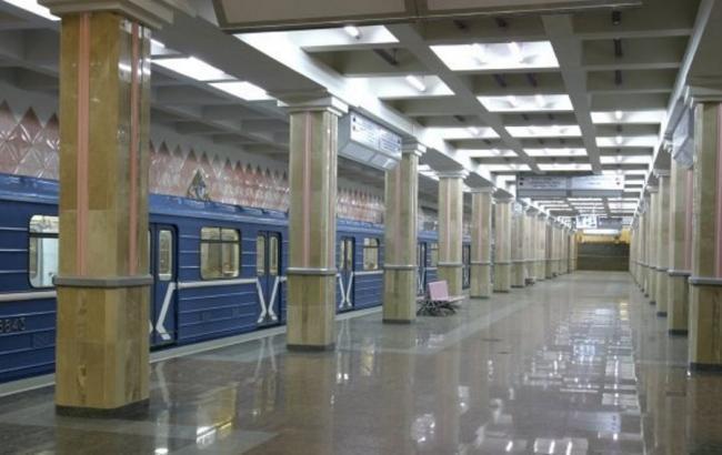 В Харькове прыгнувшую с детьми под поезд метро женщину будут лечить принудительно