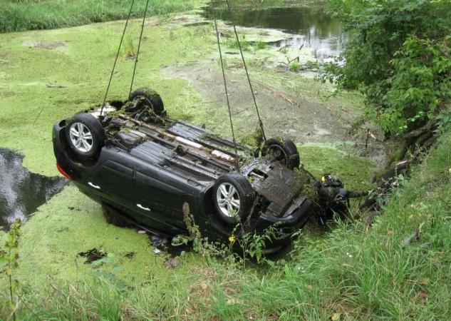 На Харьковщине из реки выловили авто и трупы двух пассажиров