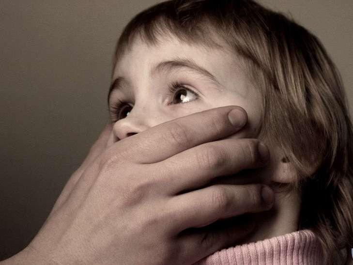 Пассажир изнасиловал 9-летнюю девочку прямо в самолете