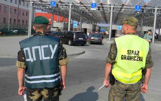 На границе с Польшей в очередях стоят более 800 автомобилей
