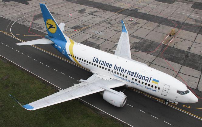 В аэропорту Львова у самолета МАУ во время взлета возникли проблемы с шасси