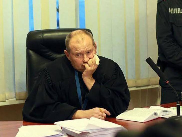 «Консервированные» доллары: НАБУ показали забавную находку снятую в скандального судьи-взяточника (ФОТО)