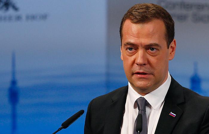 Тайные встречи: Медведев крутит роман с «прокурором» Крыма (ФОТО)
