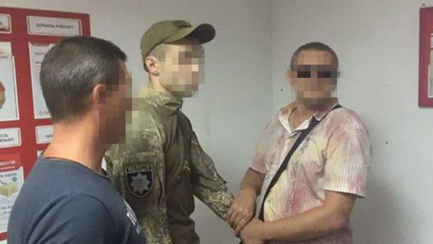 Полицейский вымогал у военного взятку в зоне АТО