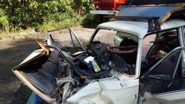 Под Киевом произошло жуткое ДТП, один автомобиль сплющило (ФОТО)