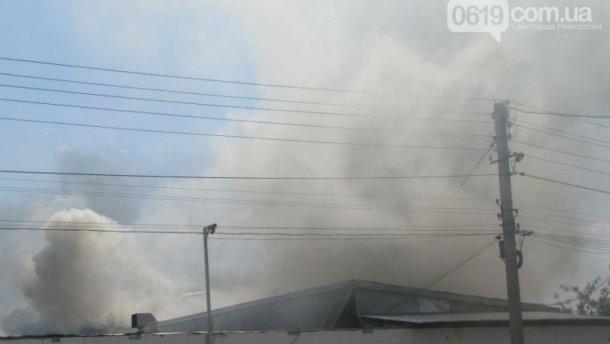 Крупный пожар в Мелитополе: горит цех с красками и маслами